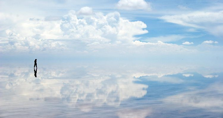 m_Reflecting-desertsalar-de-uyuni-1
